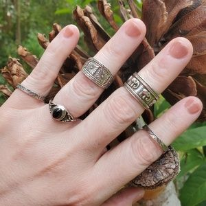 Jewelry - Midi rings boho zen peace 5 metal ring set